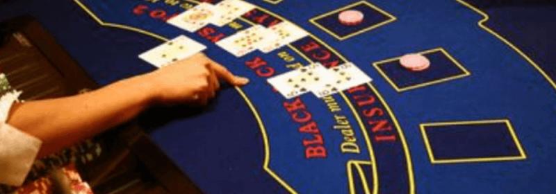 لعبة طاولة لعبة ورق